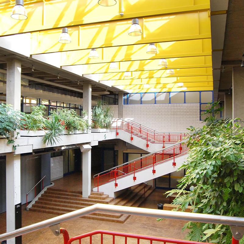 Das Schulgebäude von Innen